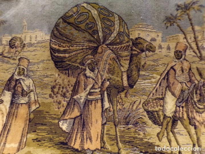 Antigüedades: precioso antiguo tapiz escena arabe - Foto 4 - 236386780