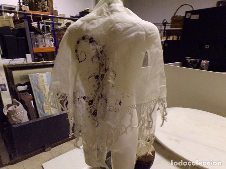 Antigüedades: antigua mantilla tipo manton manila con bonitos bordados y flecos - Foto 6 - 236397980
