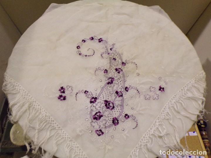 Antigüedades: antigua mantilla tipo manton manila con bonitos bordados y flecos - Foto 7 - 236397980