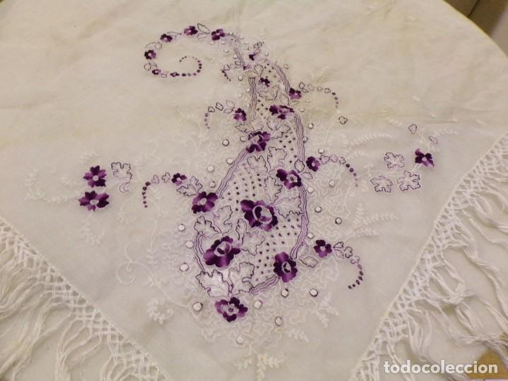 Antigüedades: antigua mantilla tipo manton manila con bonitos bordados y flecos - Foto 10 - 236397980