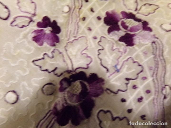 Antigüedades: antigua mantilla tipo manton manila con bonitos bordados y flecos - Foto 16 - 236397980