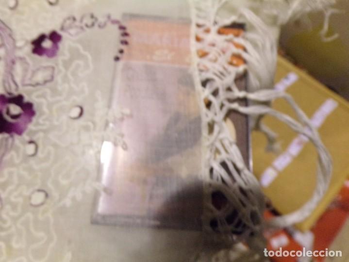 Antigüedades: antigua mantilla tipo manton manila con bonitos bordados y flecos - Foto 17 - 236397980