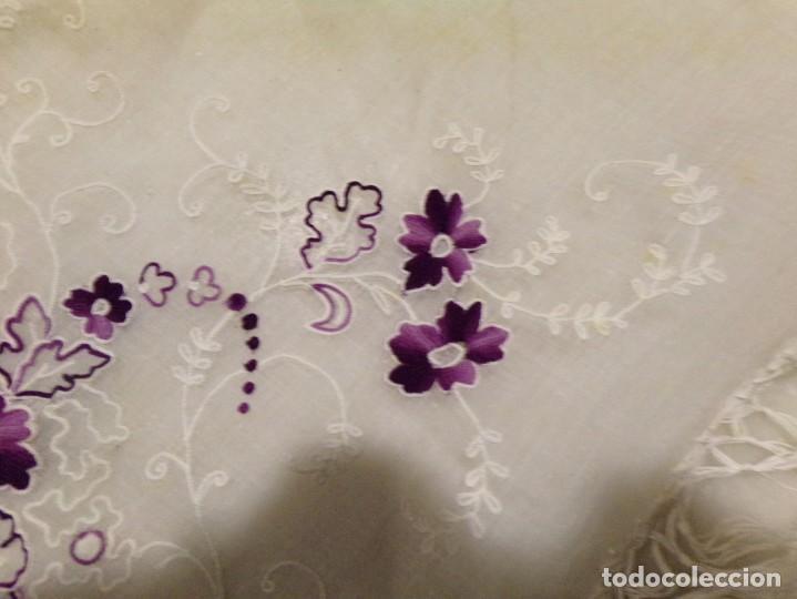 Antigüedades: antigua mantilla tipo manton manila con bonitos bordados y flecos - Foto 20 - 236397980