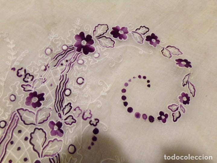 Antigüedades: antigua mantilla tipo manton manila con bonitos bordados y flecos - Foto 23 - 236397980