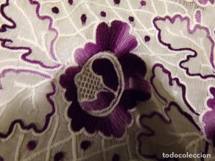 Antigüedades: antigua mantilla tipo manton manila con bonitos bordados y flecos - Foto 25 - 236397980