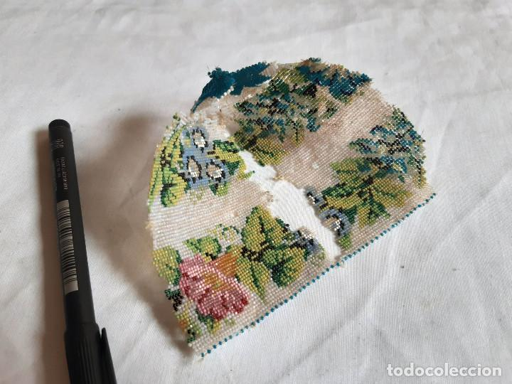 Antigüedades: Restos de un bolso hecho con cuentas diminutas. S XIX. - Foto 3 - 236408370