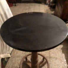 Antigüedades: VELADOR DE MADERA DE HAYA CON REPOSA PIES. Lote 236432980