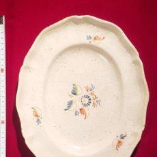 Antigüedades: PRECIOSA BANDEJA DE ALCORA. Lote 236445010