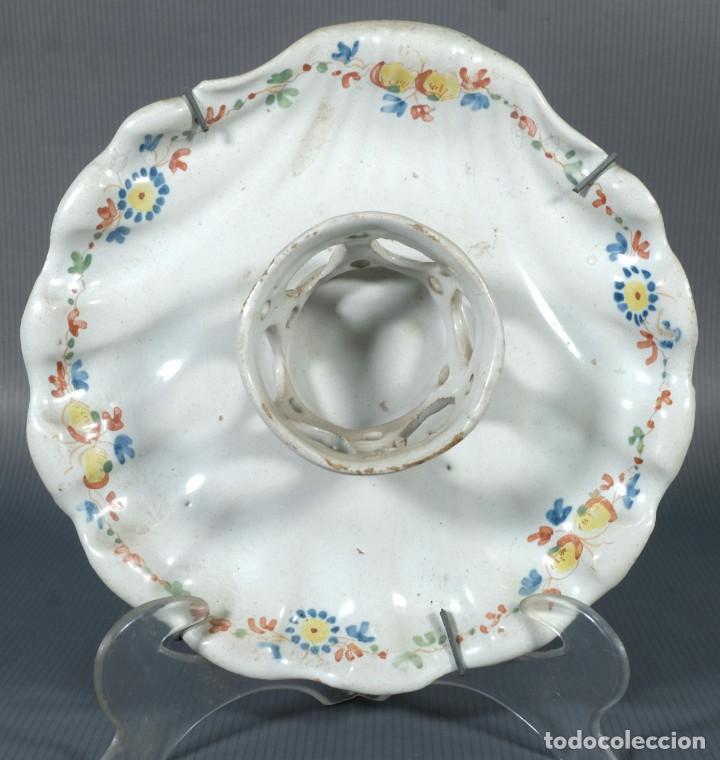 Antigüedades: Mancerina en loza de Alcora decoración floral siglo XVIII - Foto 2 - 236447955