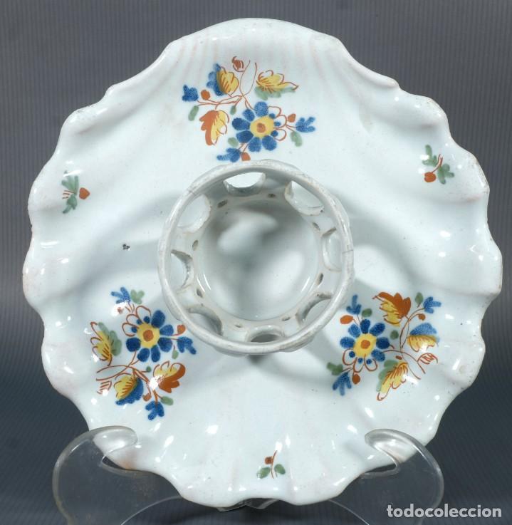 Antigüedades: Mancerina en loza de Alcora decoración floral siglo XVIII - Foto 2 - 236448005