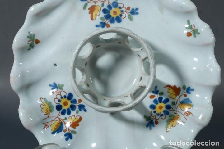 Antigüedades: Mancerina en loza de Alcora decoración floral siglo XVIII - Foto 3 - 236448005