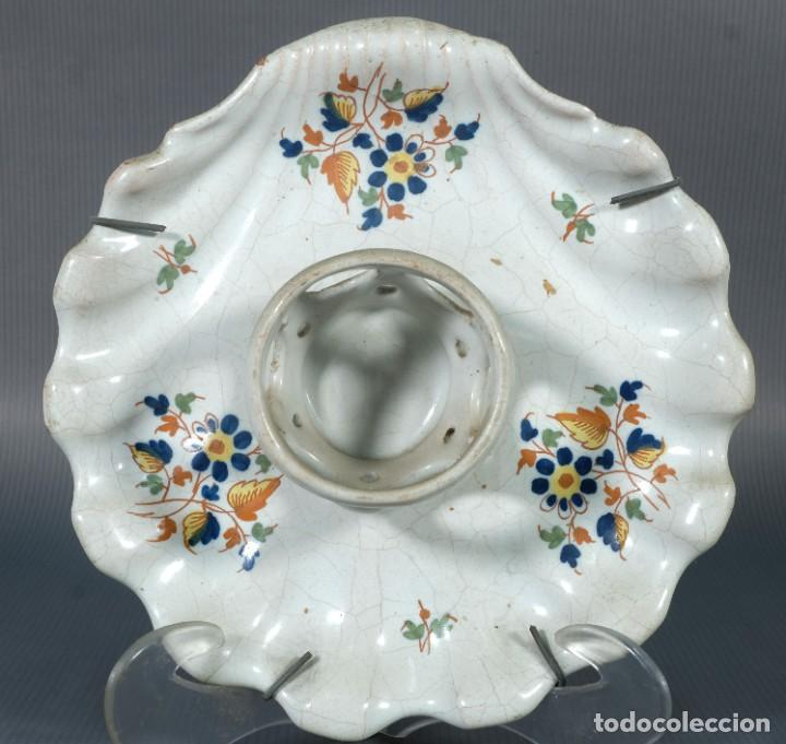 Antigüedades: Mancerina en loza de Alcora decoración floral siglo XVIII - Foto 2 - 236448035