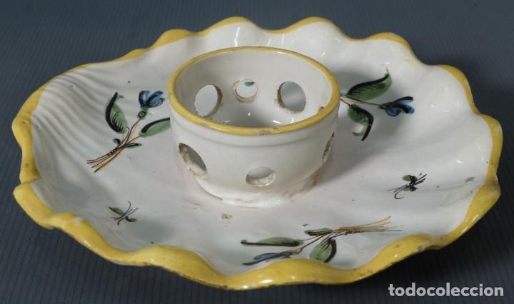 MANCERINA EN LOZA DE ALCORA DECORACIÓN FLORAL SIGLO XVIII (Antigüedades - Porcelanas y Cerámicas - Alcora)