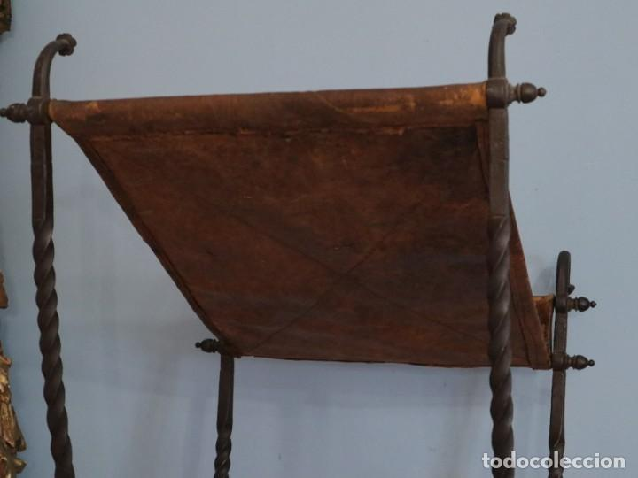 Antigüedades: Atril de grandes proporciones elaborado en hierro forjado y cuero. Siglos XVIII-XIX. - Foto 21 - 236455045