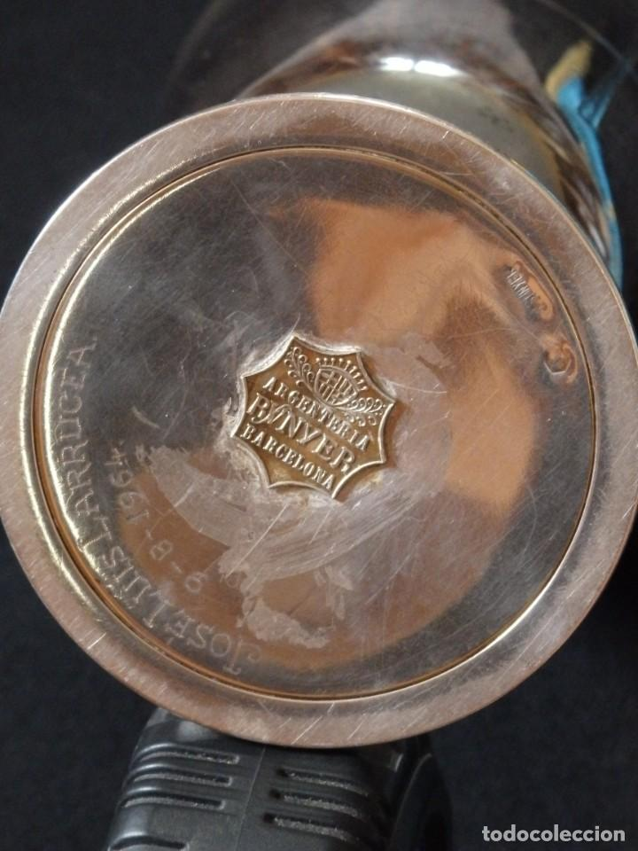 Antigüedades: Conjunto litúrgico compuesto por cáliz y patena en plata punzonada por Sunyer - Barcelona S. XX. - Foto 12 - 236456640