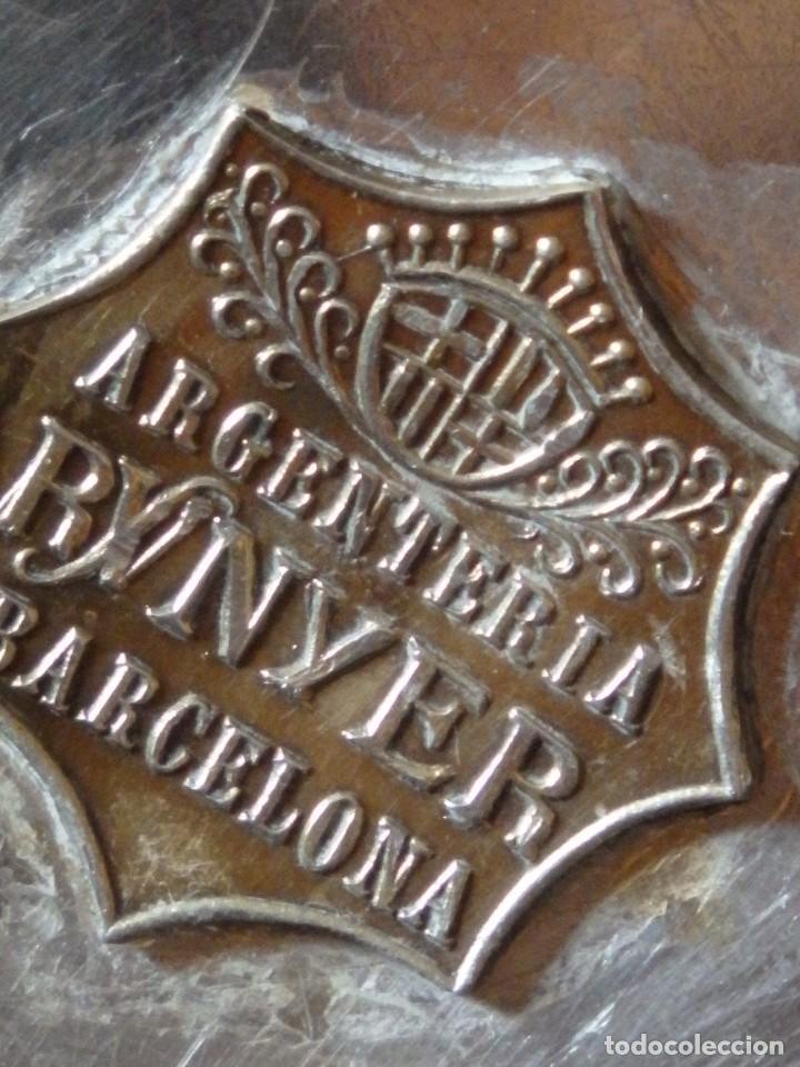 Antigüedades: Conjunto litúrgico compuesto por cáliz y patena en plata punzonada por Sunyer - Barcelona S. XX. - Foto 13 - 236456640