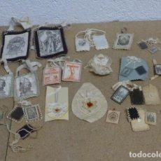 Antiquités: ANTIGUO GRAN LOTE ESCAPULARIOS RELIGIOSOS O DETENTE BALA, ORIGINALES. Lote 236459065