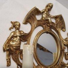 Antigüedades: PAREJA DE APLIQUE DE PARED EN BRONCE CON ESPEJO. Lote 236488755