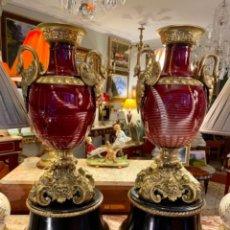 Antigüedades: GRAN PAREJA DE JARRONES ANTIGUOS. Lote 236511460