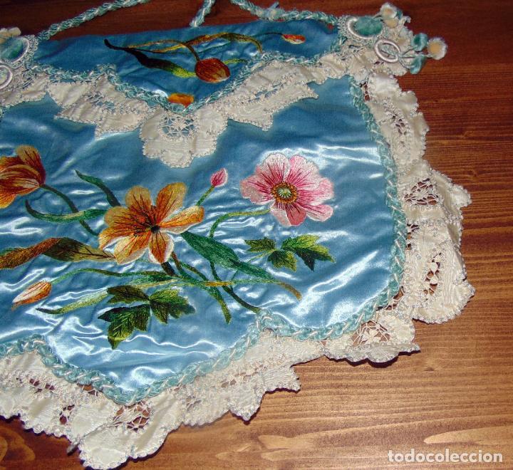 Antigüedades: Antiguo y elaborado bolso en seda , bordados y puntillas, finales del XIX. 45 X 40.w - Foto 4 - 236520305