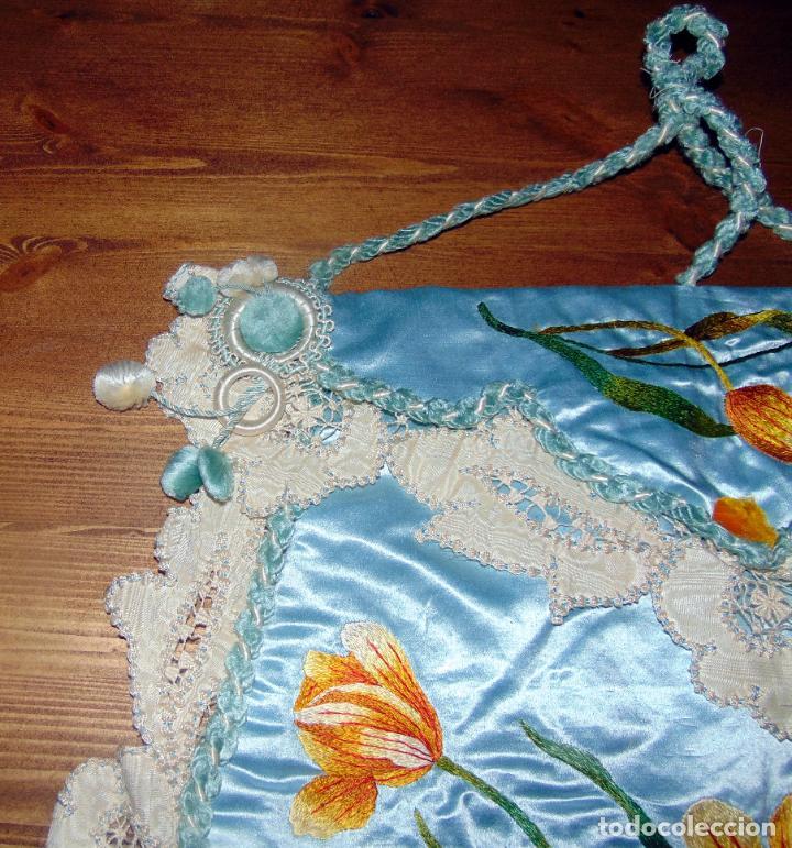 Antigüedades: Antiguo y elaborado bolso en seda , bordados y puntillas, finales del XIX. 45 X 40.w - Foto 5 - 236520305