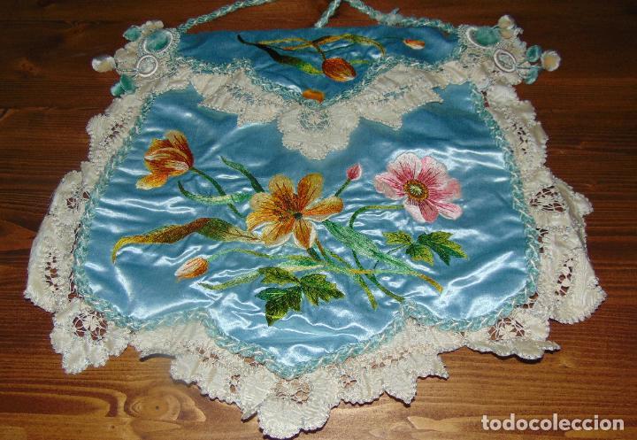 Antigüedades: Antiguo y elaborado bolso en seda , bordados y puntillas, finales del XIX. 45 X 40.w - Foto 6 - 236520305