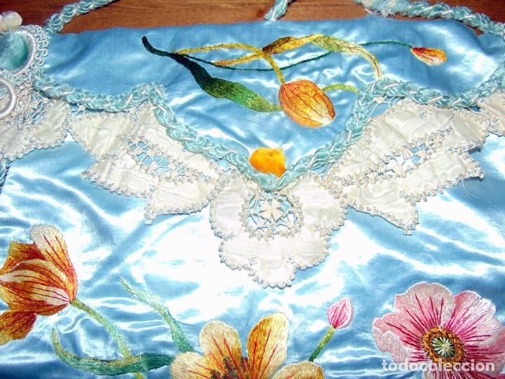 Antigüedades: Antiguo y elaborado bolso en seda , bordados y puntillas, finales del XIX. 45 X 40.w - Foto 7 - 236520305
