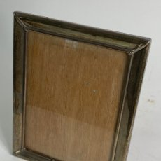 Antigüedades: MARCO DE PLATA CON CRISTAL. MEDIADOS S.XX.. Lote 236546700