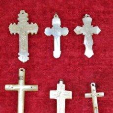 Antigüedades: LOTE DE 6 CRUCES. NÁCAR TALLADO. ESPAÑA. SIGLO XIX. Lote 236572545