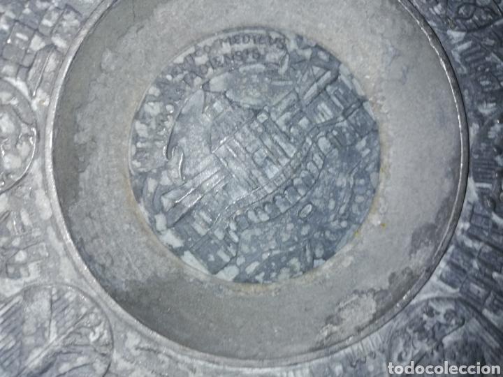 Antigüedades: Antiguo Plato de zinc tallado y con escudos regiones Alemánas - Foto 2 - 236573675
