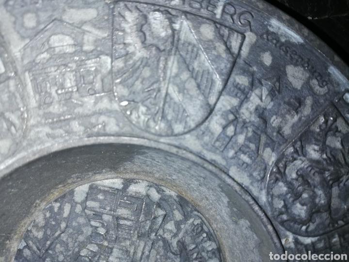 Antigüedades: Antiguo Plato de zinc tallado y con escudos regiones Alemánas - Foto 3 - 236573675
