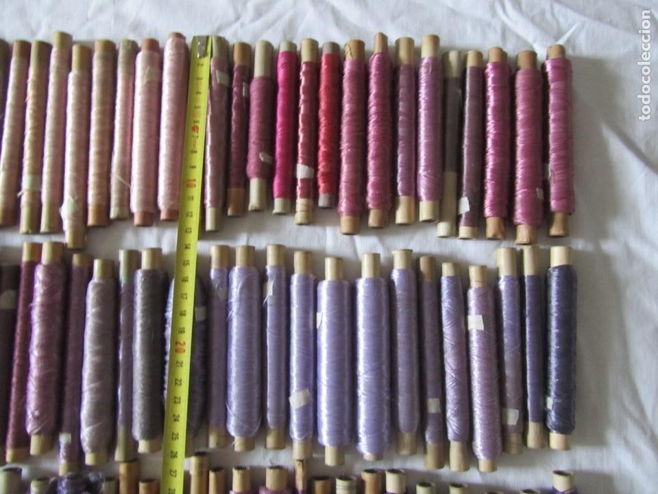 Antigüedades: Gran conjunto de materiales para fabricar borlas de cíngulos, hilo, madera, ... - Foto 10 - 236580490