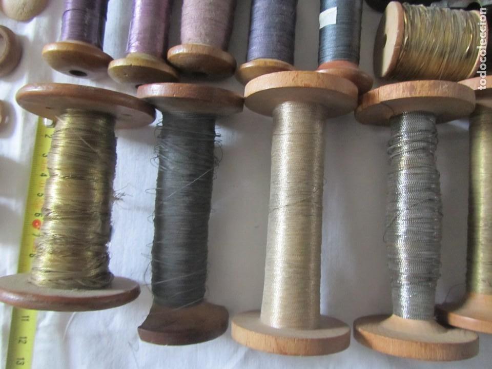 Antigüedades: Gran conjunto de materiales para fabricar borlas de cíngulos, hilo, madera, ... - Foto 13 - 236580490
