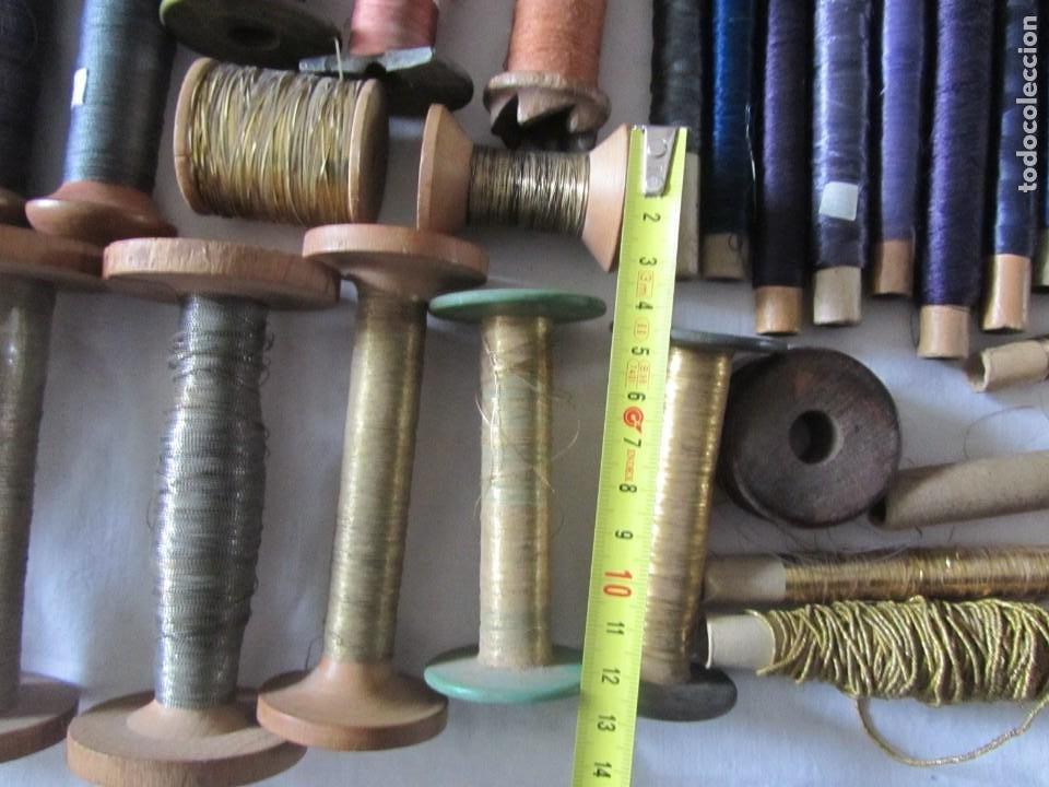 Antigüedades: Gran conjunto de materiales para fabricar borlas de cíngulos, hilo, madera, ... - Foto 14 - 236580490