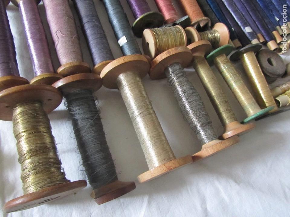 Antigüedades: Gran conjunto de materiales para fabricar borlas de cíngulos, hilo, madera, ... - Foto 16 - 236580490