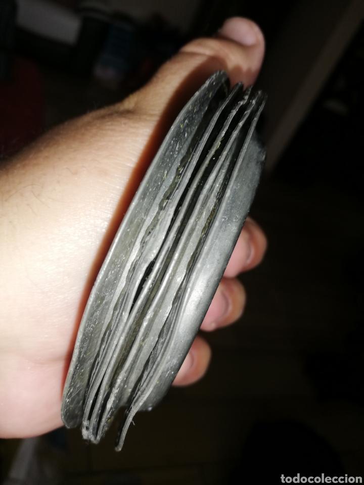 Antigüedades: Antiguos conjunto de 5 platos de metal.. Punzonado con marca que desconozco... Creo que ingleses.. - Foto 2 - 236580610