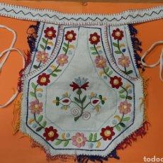 Antigüedades: ANTIGUA FALDRIQUERA BORDADA. INDUMENTARIA POPULAR.. Lote 236615595
