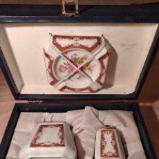 Antigüedades: PRECIOSO JUEGO DE FUMADOR DE PORCELANA, PORCELART T LIMOGES PORTUGAL,EN CAJA ORIGINAL. Lote 236619230