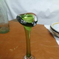 Antiguidades: PRECIOSO JARRON CLAVELERO SWEDISH ART GLASS DE HANA GEISMAR SUECIA AÑOS 60. Lote 236631360