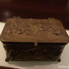 Antigüedades: ANTIGUO JOYERO BRONCE TALLADO. Lote 236682815