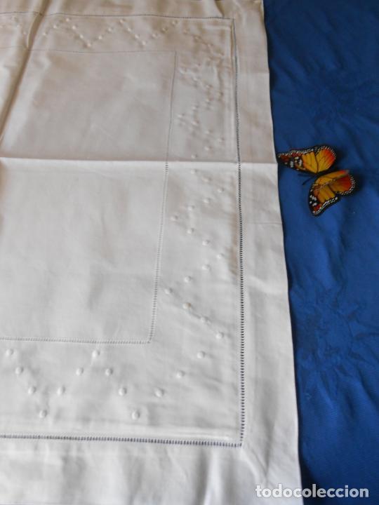 Antigüedades: Funda cojin grande.70 x 70 cm Algodon BLANCO.Bordados de Vainicas y bodoques en zigzag. Nuevo - Foto 7 - 236739145