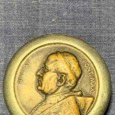 Antigüedades: CAJITA RELIGIOSA ROSARIO RECUERDO PAPA PIO XI 50MM. Lote 236751220