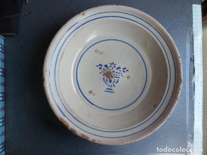 GRAN PLATO SIGLO XIX - ALFAR MUEL ZARAGOZA CON ESTAMPILLADO JARRÓN 27 CENTÍMETROS (Antigüedades - Porcelanas y Cerámicas - Otras)