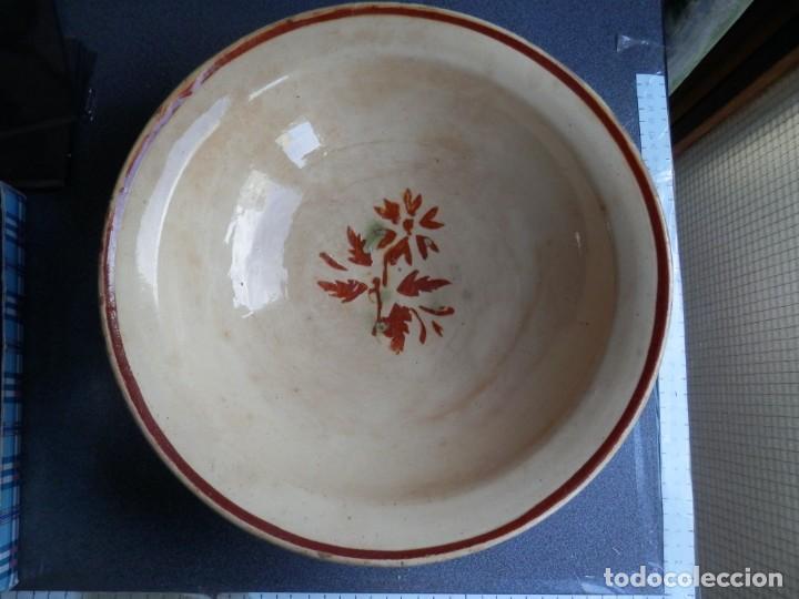 GRAN CUENCO ANTIGUO LA BISBAL GERONA ESTAMPILLADO FLORES - 32 CENTÍMETROS X 10 FONDO (Antigüedades - Porcelanas y Cerámicas - Catalana)