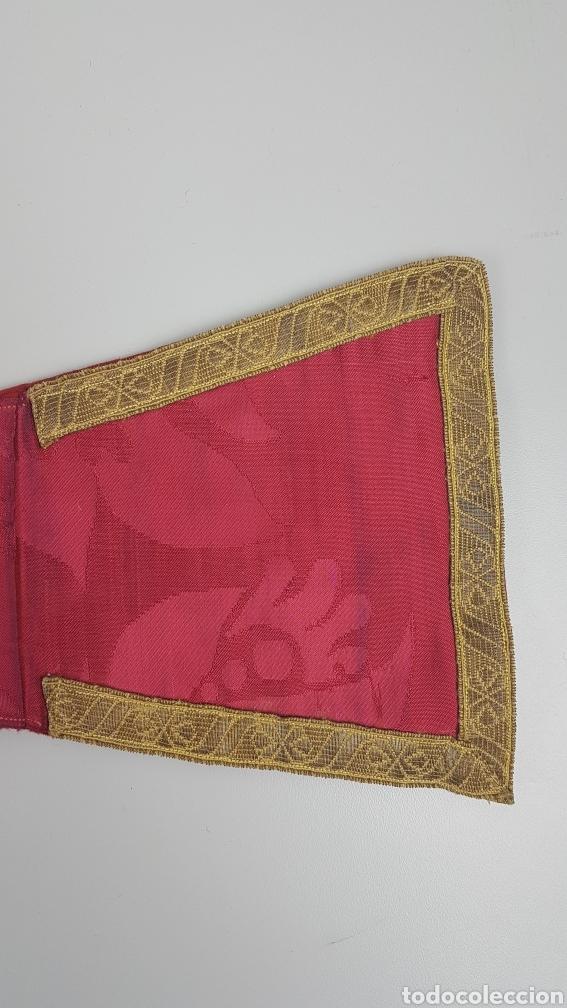 Antigüedades: Bonito manípulo confeccionado en seda de color rojo. Trabajo realizado hacia 1900. - Foto 3 - 236811975
