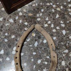 Antigüedades: YUGO O YUNTA ORCATE ANTIGUO DE MADERA PARA BURRO O MULO ARADO LABRANZA GANADO. Lote 236822520