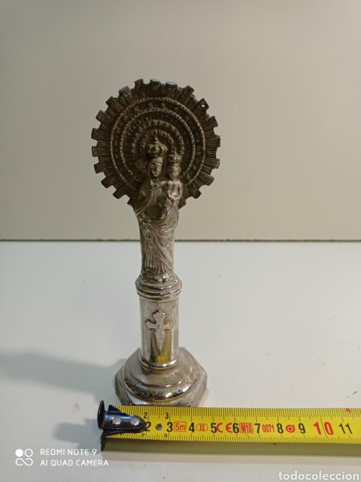 Antigüedades: Pequeña figura escultura de metal de nuestra señora del Pilar. - Foto 7 - 236847940