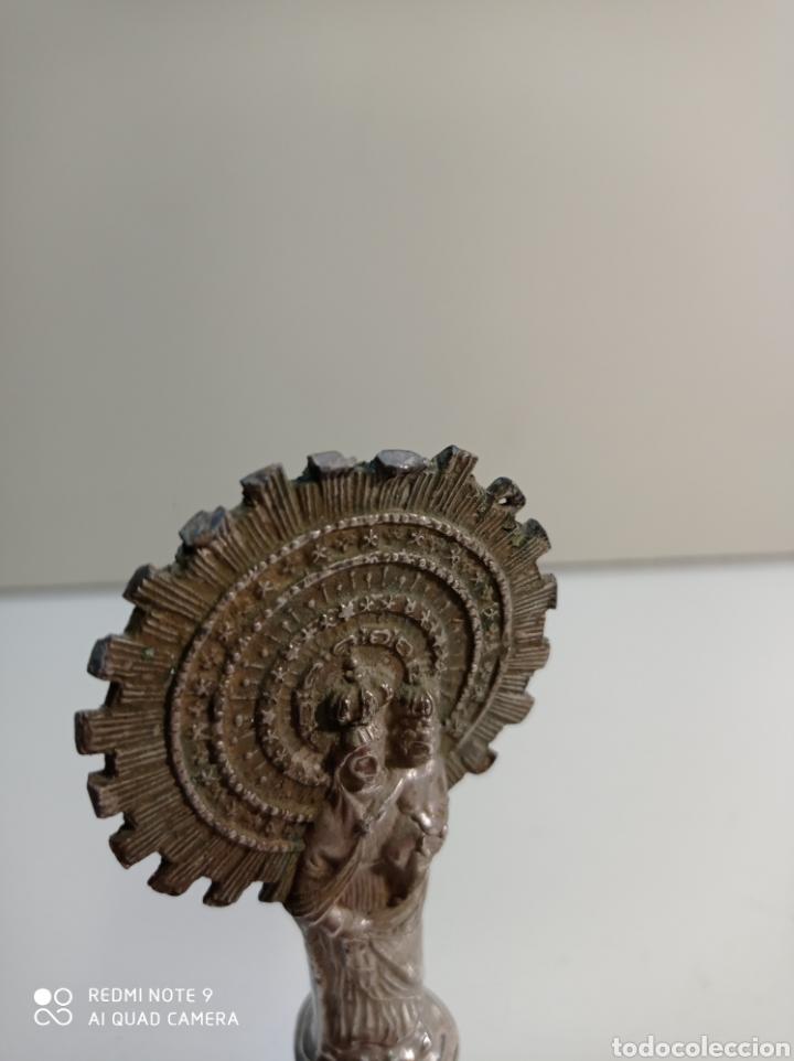 Antigüedades: Pequeña figura escultura de metal de nuestra señora del Pilar. - Foto 9 - 236847940