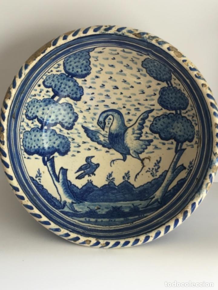 LEBRILLO O CUENCO DE TRIANA SEVILLA. SIGLO XVIII DE GRAN TAMAÑO. VER FOTOS ANEXAS. (Antigüedades - Porcelanas y Cerámicas - Triana)