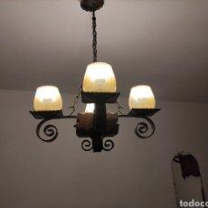 Antigüedades: LAMPARA ANTIGUA DE FORJA Y MADERA DE 4 PUNTOS. Lote 236866230